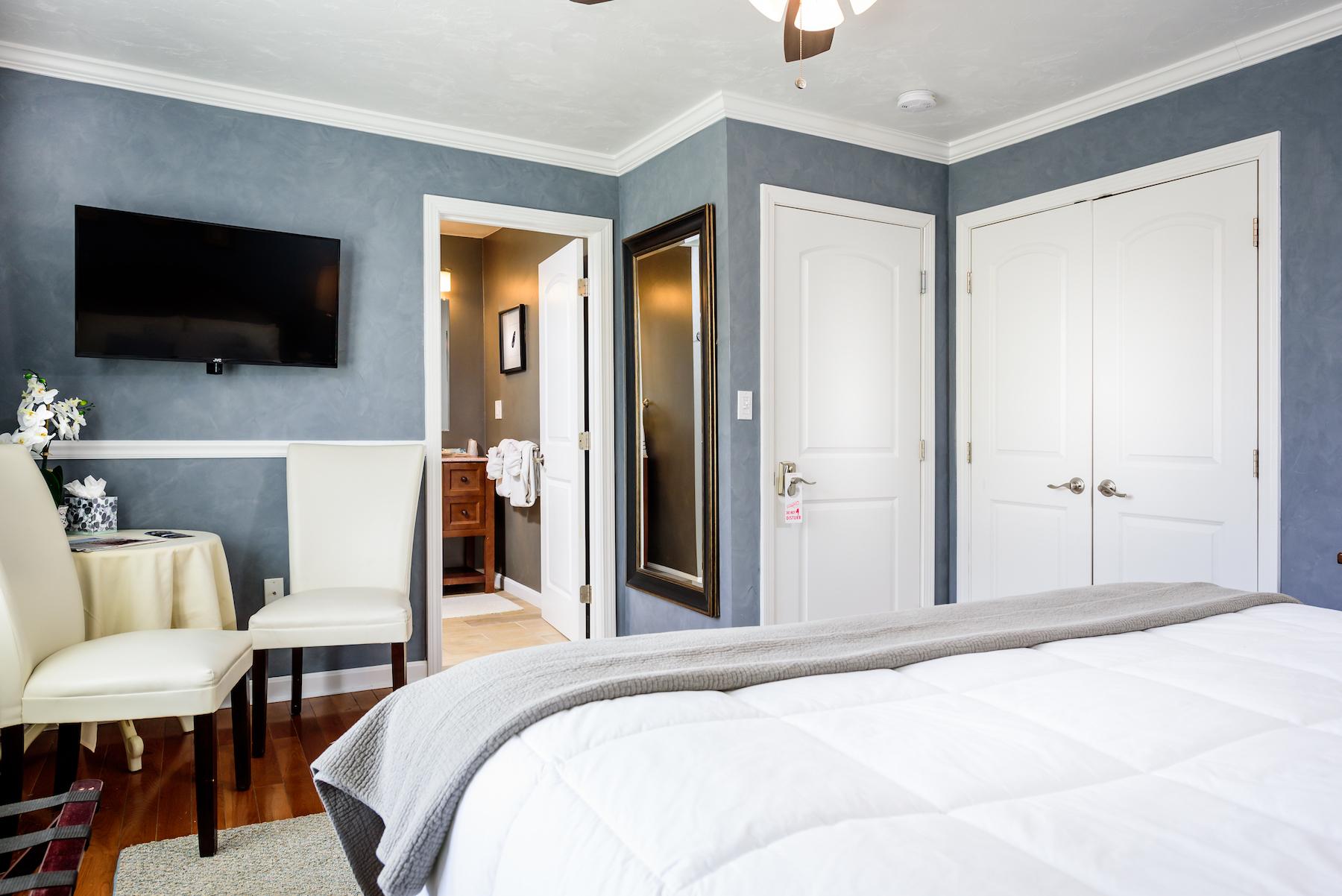 Inn-Room-12-and-Bathroom-20180402-024-1