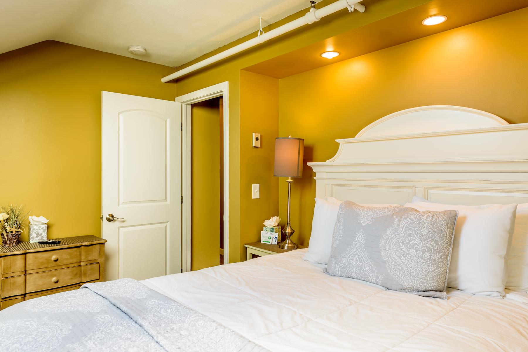 Inn-Room-16-and-Bathrooms-20180418-061-Copy-1