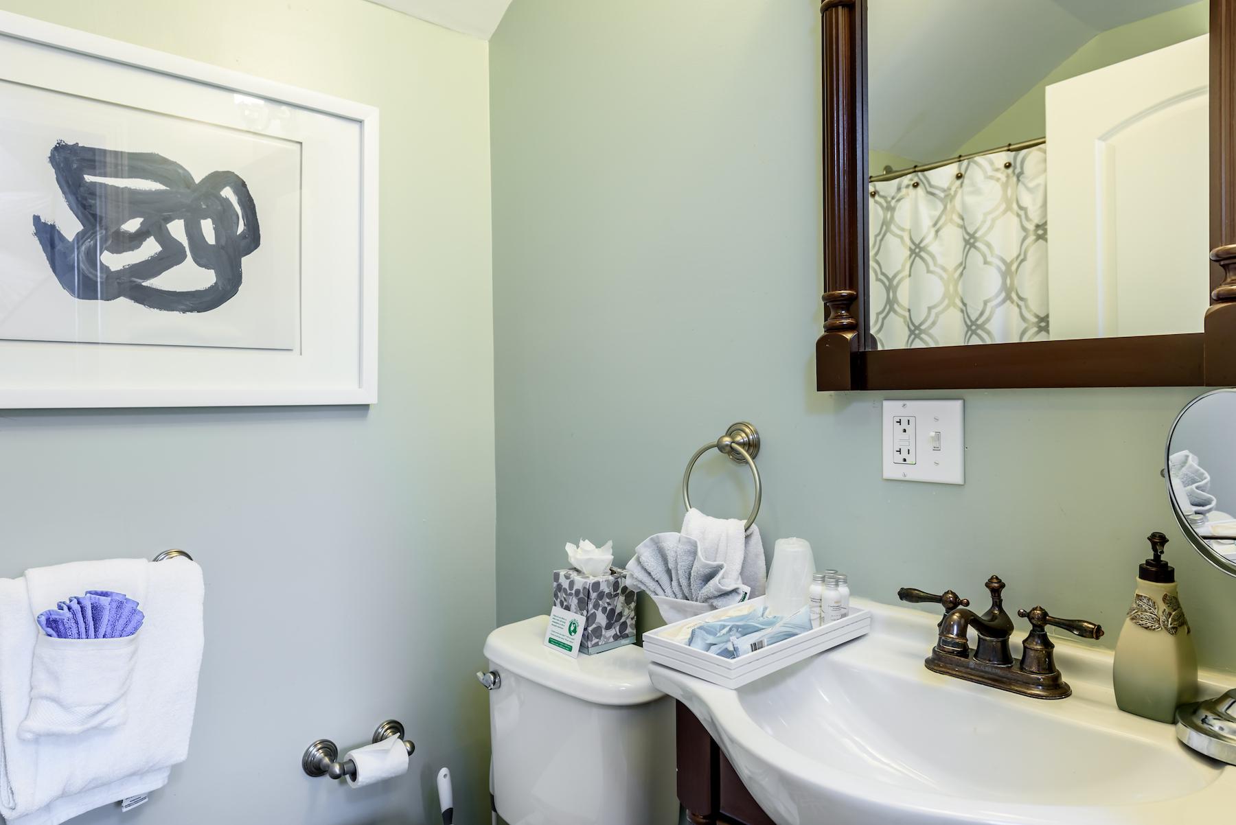 Inn-Room-16-and-Bathrooms-20180419-078-Copy-1