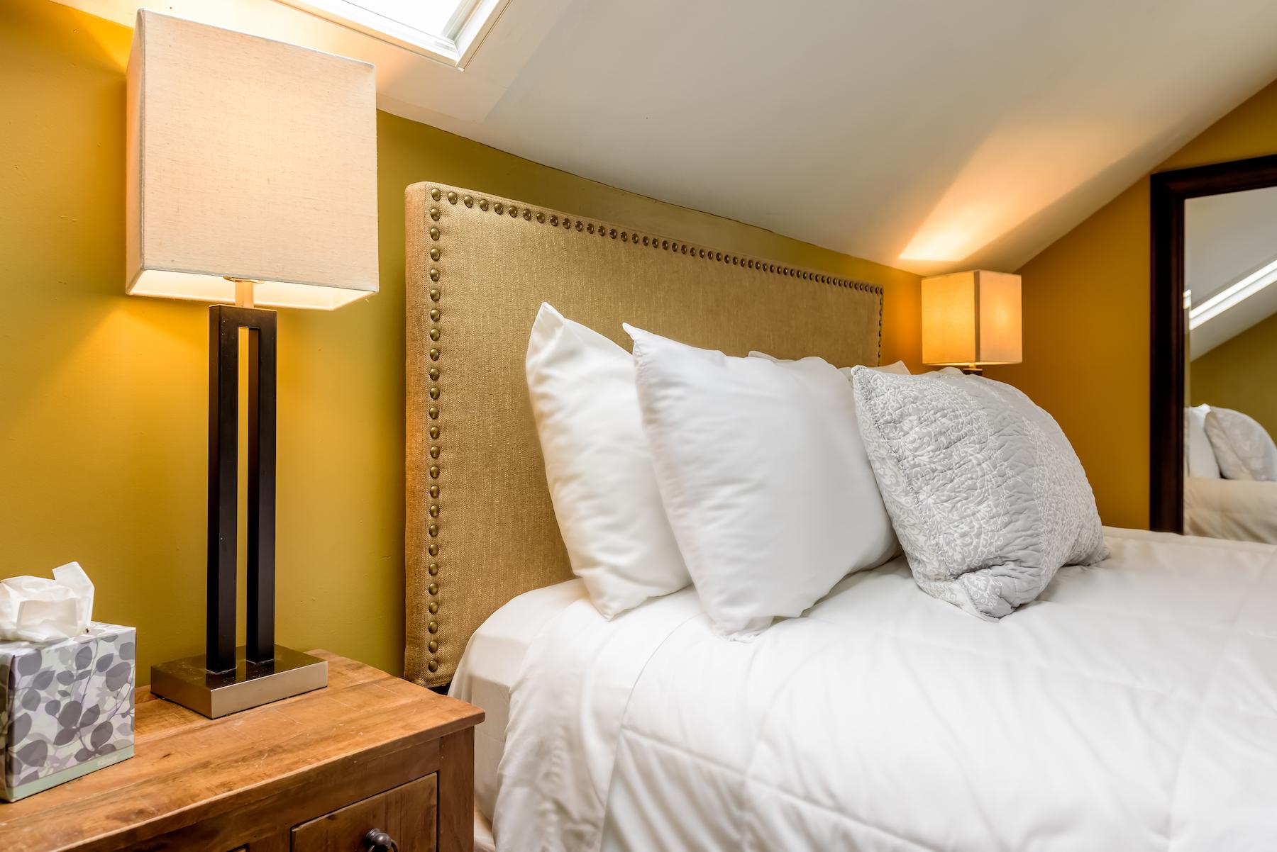 Inn-Room-16-and-Bathrooms-20180419-141-Edit-1