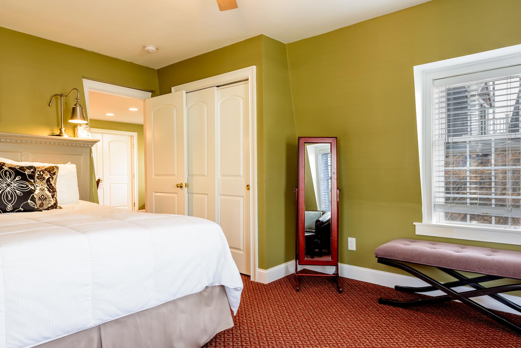 Inn-Room-10-and-Bathroom-20180503-0075-1