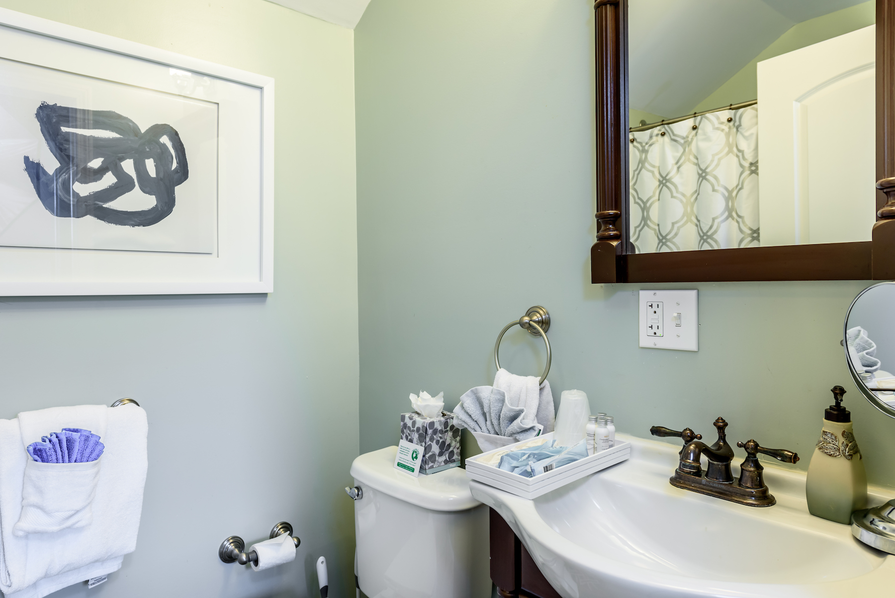 Inn-Room-16-and-Bathrooms-20180419-078-Copy-1