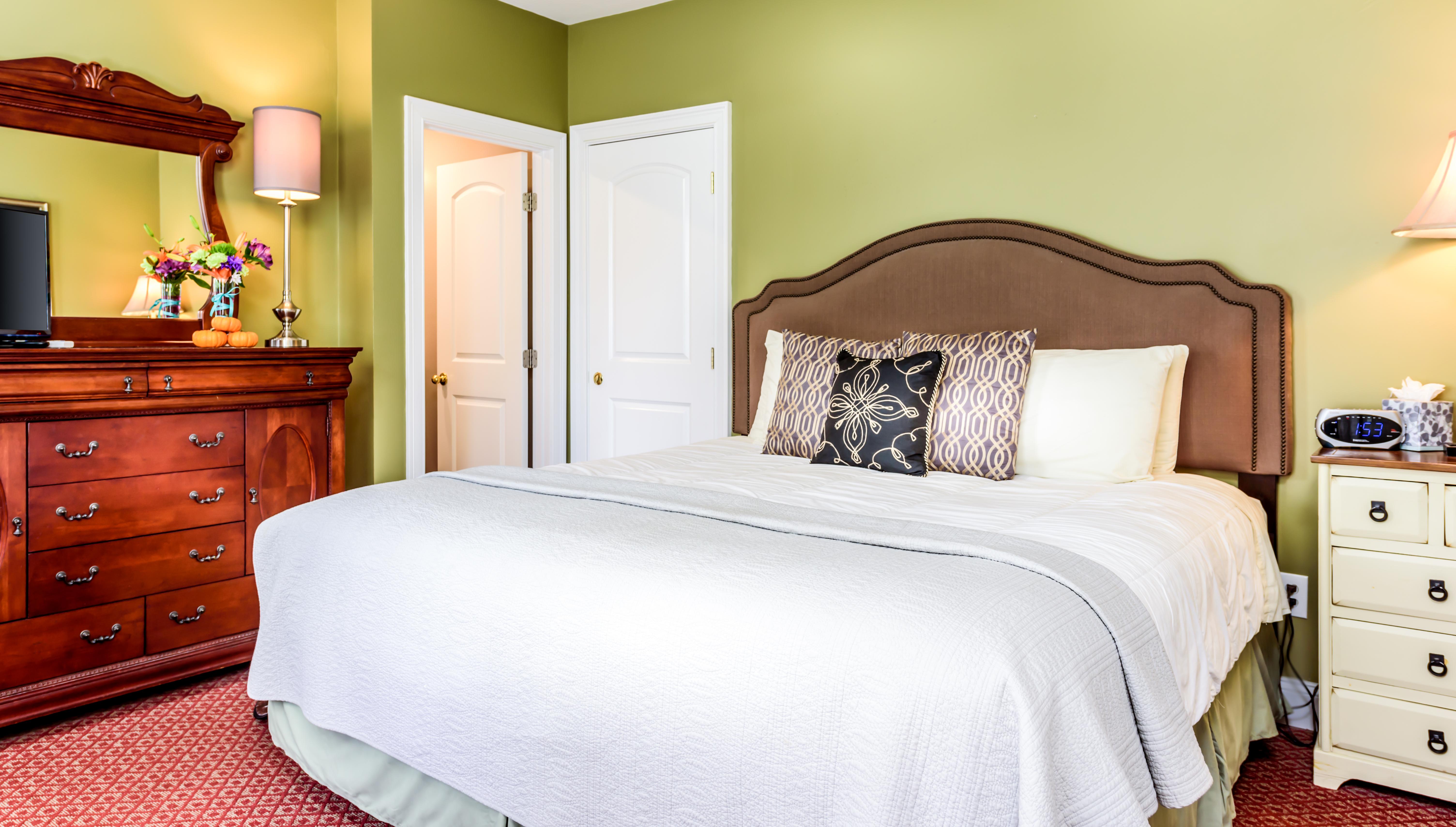 Inn-Room-8-and-Bathroom-20171102-013-1